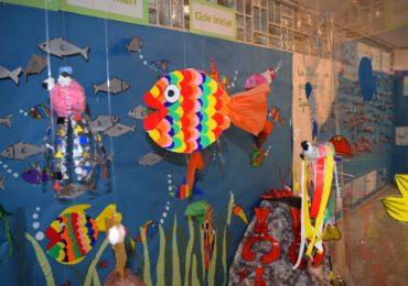 """Els alumnes de 1r presenten el Projecte """"El fons marí"""" a les seves famílies"""